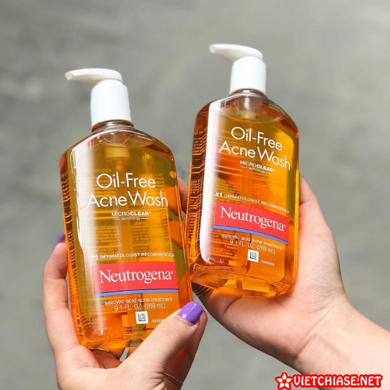Sua-rua-mat-tri-mun-neutrogena-oil-free-acne-wash